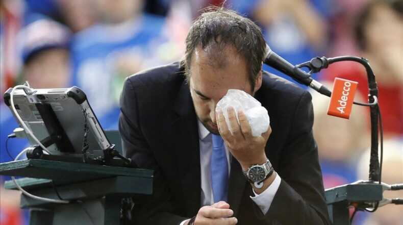 Tennis - Canada v Britain - Davis Cup World Group First Round - Ottawa  Ontario  Canada - 5 2 17  Umpire Arnaud Gabas holds an ice pack to his eye after being struck by a ball during a singles match between Canada s Denis Shapovalov and Britain s Kyle Edmund  REUTERS Chris Wattie     TPX IMAGES OF THE DAY