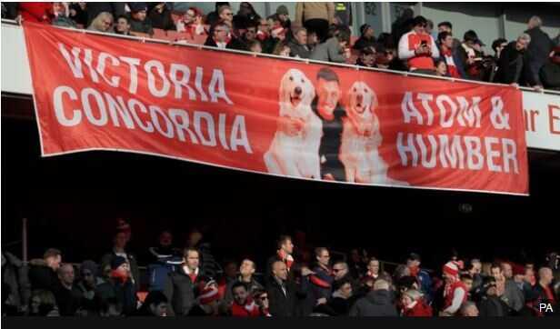 La pancarta exhibida en el partido del pasado fin de semana contra Burnley generó opiniones encontradas entre los aficionados cañoneros.